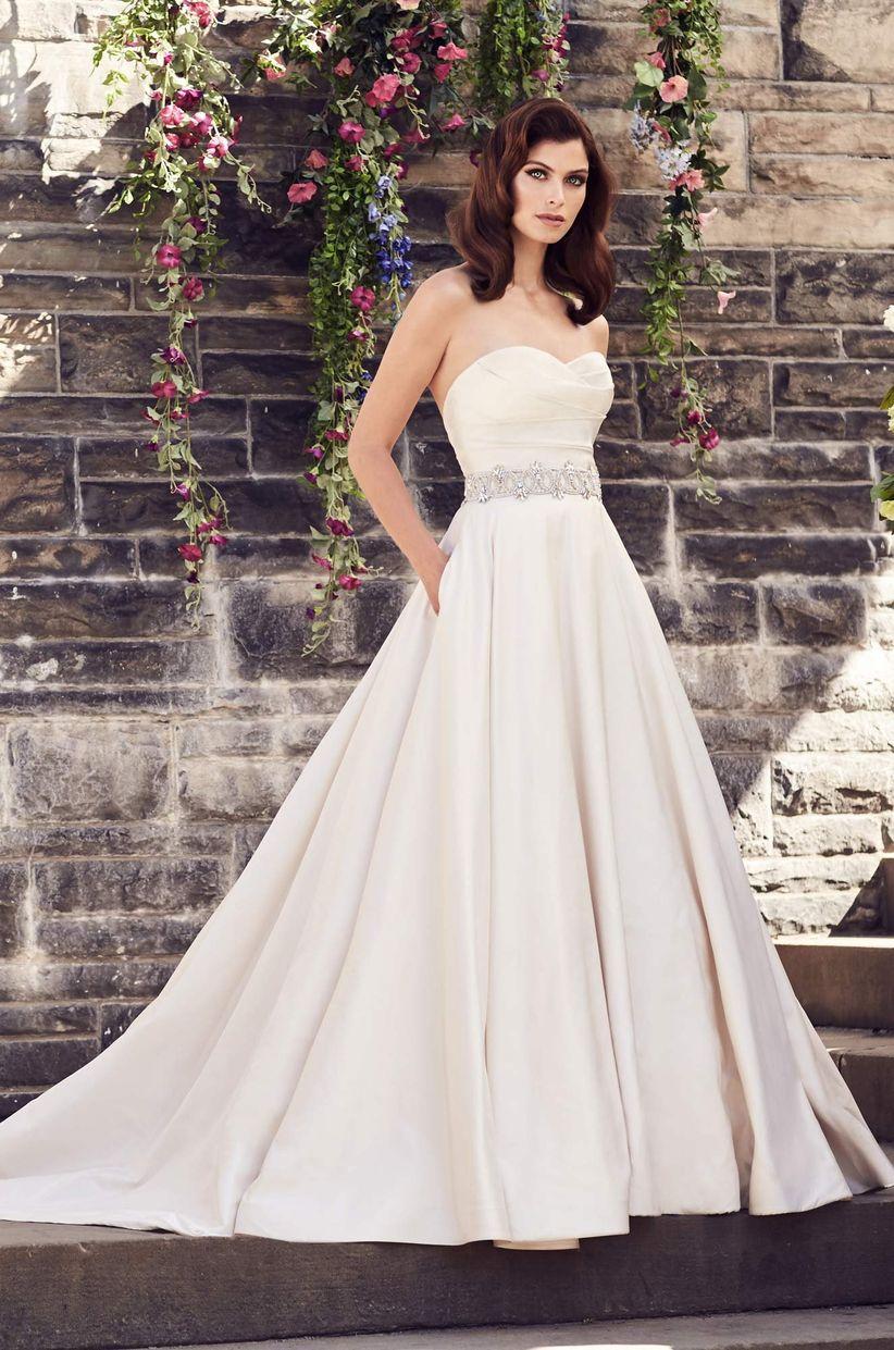 Strapless wedding dress neckline